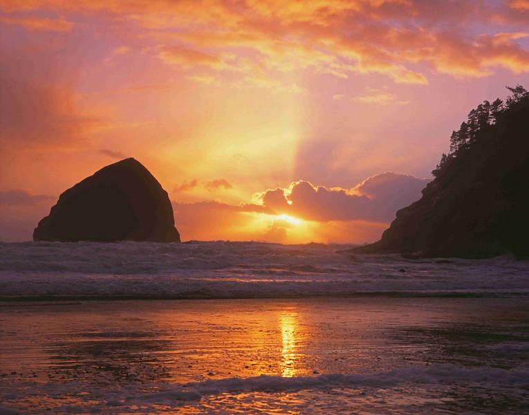 Kiwanda sunset and sand enh sf.jpg