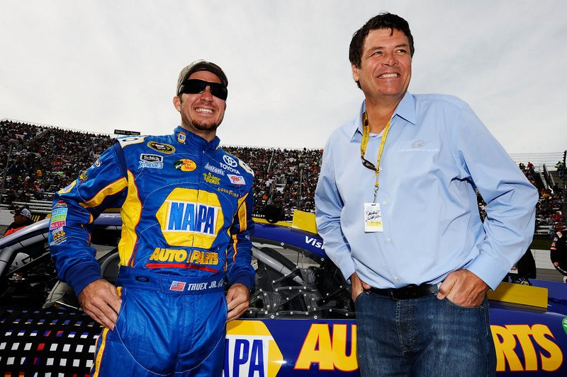 """. <p><b> Michael Waltrip Racing, tainted by the season�s biggest NASCAR scandal, has been dropped by its longtime sponsors � </b> <p> A. NAPA Auto Parts  <p> B. 5-Hour Energy  <p> C. The dating services Kin Harmony and Cousins Mingle  <p><b><a href=\'http://espn.go.com/racing/nascar/cup/story/_/id/9692730/napa-auto-parts-leaving-michael-waltrip-racing-chase-scandal\' target=\""""_blank\"""">HUH?</a></b> <p>   (Jared C. Tilton/Getty Images for NASCAR)"""