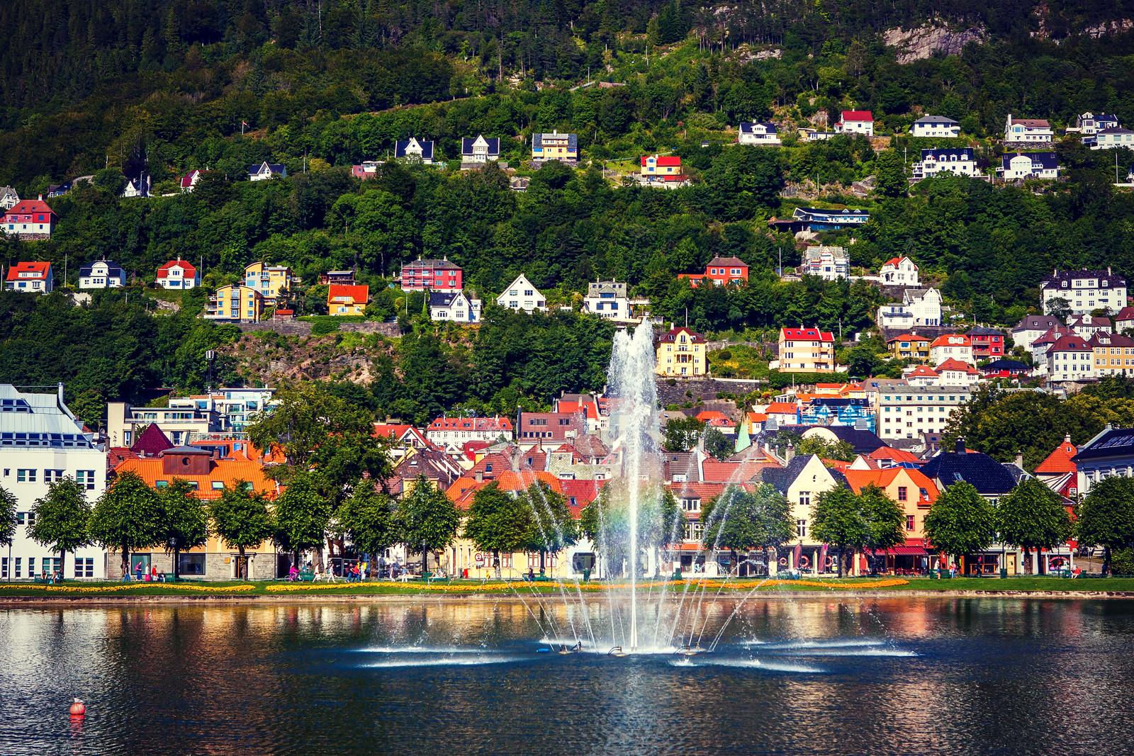 挪威卑爾根市,岸邊的漂亮彩屋
