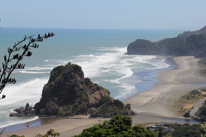 Piha Beach New Zealand - Lion Rock