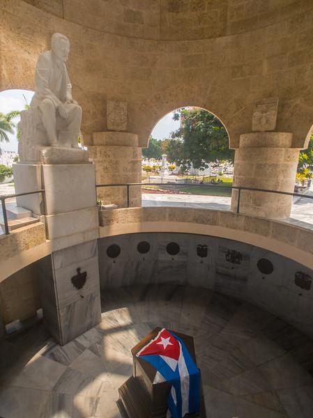 jose marti santa ifigrnia cemetery santiago de cuba-4.jpg