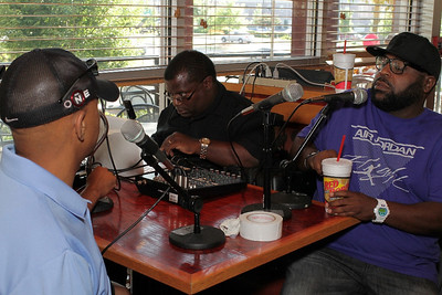 Chris Canty Foundation Players Autograph Session @ Red Robin By MAC330