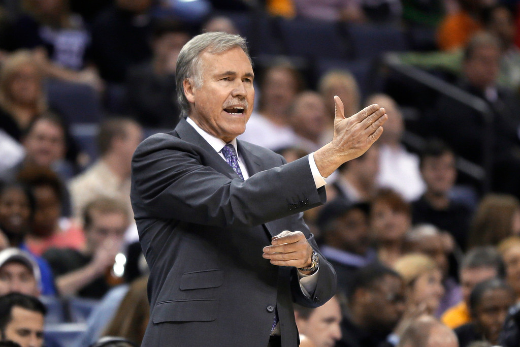 . Los Angeles Lakers coach Mike D\'Antoni calls out during the first half of the Lakers\' NBA basketball game against the Memphis Grizzlies in Memphis, Tenn., Tuesday, Dec. 17, 2013. (AP Photo/Danny Johnston)