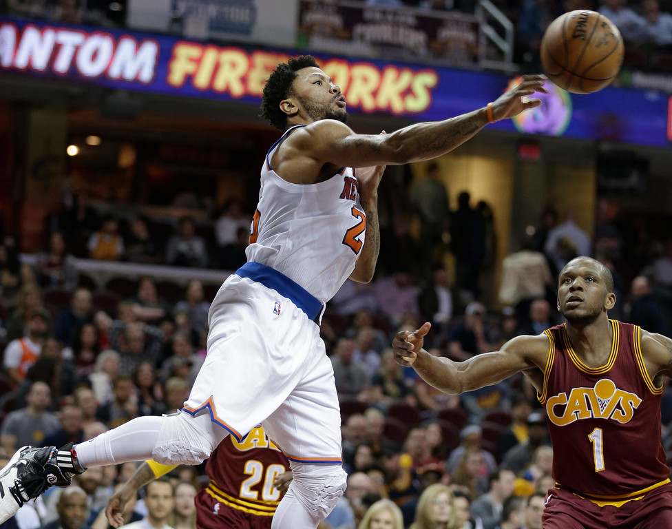 . New York Knicks\' Derrick Rose, left, passes against Cleveland Cavaliers\' James Jones (1) in the second half of an NBA basketball game, Thursday, Feb. 23, 2017, in Cleveland. The Cavaliers won 119-104. (AP Photo/Tony Dejak)