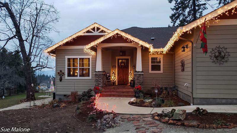 2018 Christmas outside-16.jpg