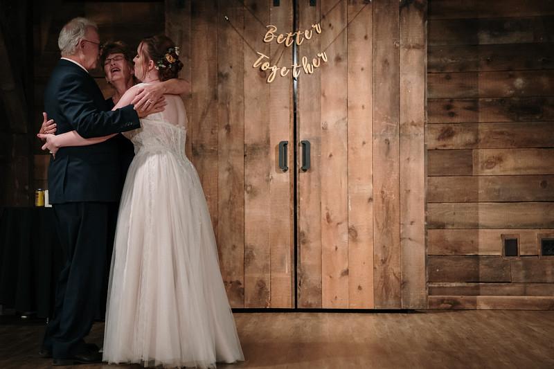 rustic_ohio__fall_barn_wedding-404.jpg