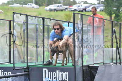 Dueling Dogs 2016 at Dog Days