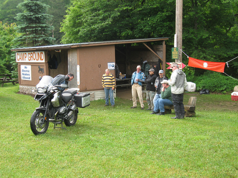 Goldentaco rolls in on his rented R1200GS.