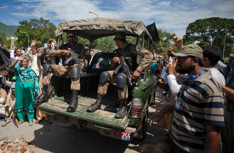 . Pakistani protesters greet army troops leaving the state TV  headquarters in Islamabad, Pakistan, Monday, Sept. 1, 2014. Anti-government protesters and Pakistani police have clashed once again as the demonstrators pushed into a sprawling government complex in the country\'s capital in an effort to try to reach the prime minister\'s official residence. (AP Photo/B.K. Bangash)