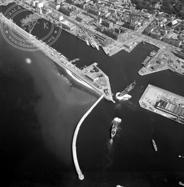Helsingborg City with Harbor and Kärnan | EE.1212