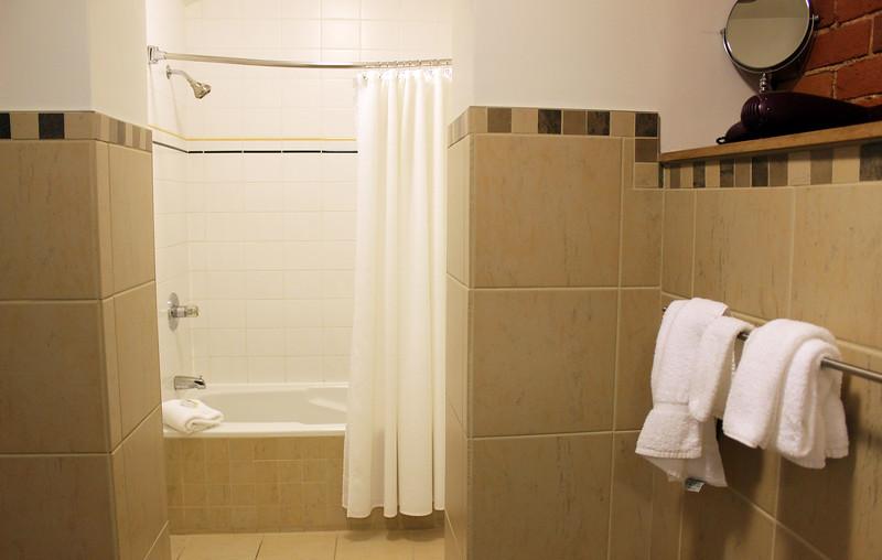 QuebecCity-Hotel-LeSaintPierreAuberge-09.JPG