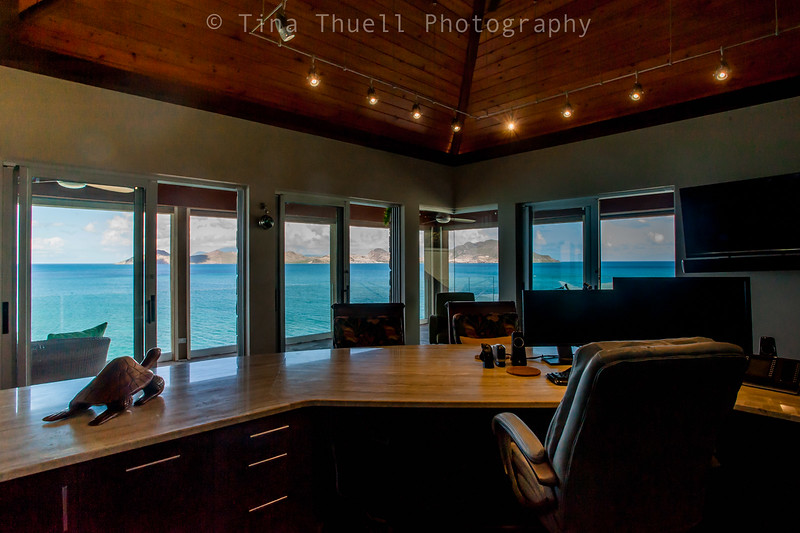 Hows that for an office view.....can't image I would be able to get much work done....might have to make it into my master bedroom.