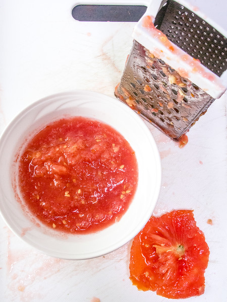 pa amb tomaquet grated tomato.jpg