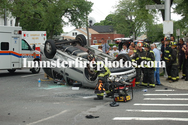 Hicksville FD MVA 6-8-06 Old Country Rd and Jerusalem Ave
