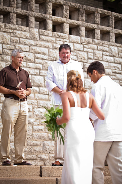 BAPemberton-Jefferson-City-MO-Wedding-Photographer-Governors-Garden-08052011-5.jpg