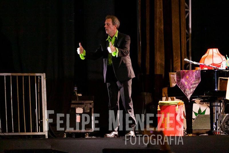 Hugh Laurie_Site_041.jpg