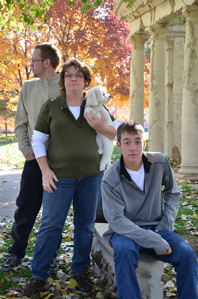 I LOVE this one, I love that Kyle and the dog are looking opposite directions and Barb and Mason are giving me their totally uninterested rock star look....Swanson family album cover