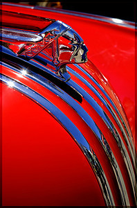 Hood ornament of a 1946 Pontiac Silver Streak Wagon.