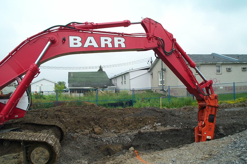 NPK GH18 hydraulic hammer (sn 86823) on Barr excavator - trenching 7-06 (1).jpg