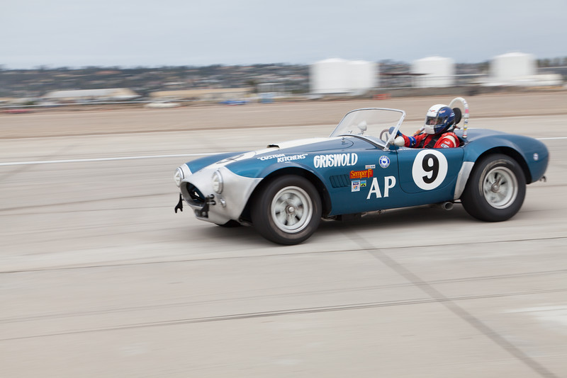 John Goodman prepares for turn 10 in his 1964 Cobra. © 2014 Victor Varela