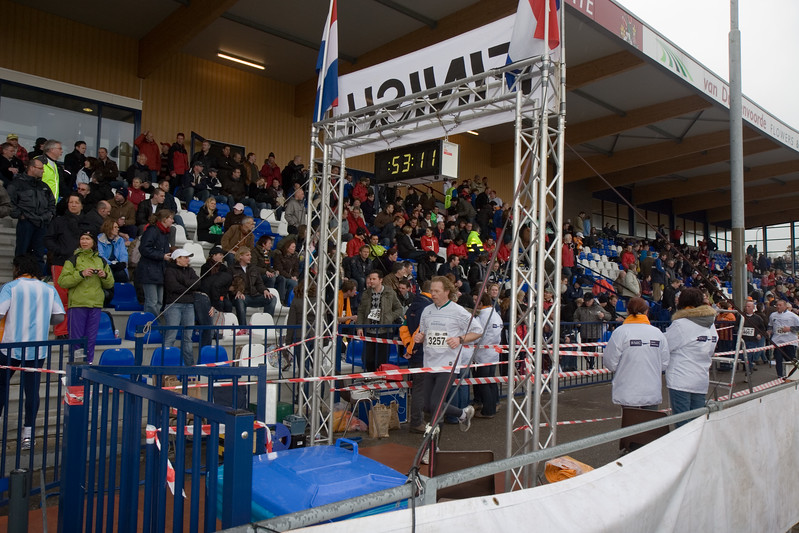 NK Veldloop voor Gemeenteambtenaren 2008. De finish van de veldloop.
