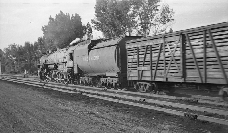UP-trains-passing-McCammon-Idaho_June-1946_012_Emil-Albrecht-photo-0211-rescan.jpg