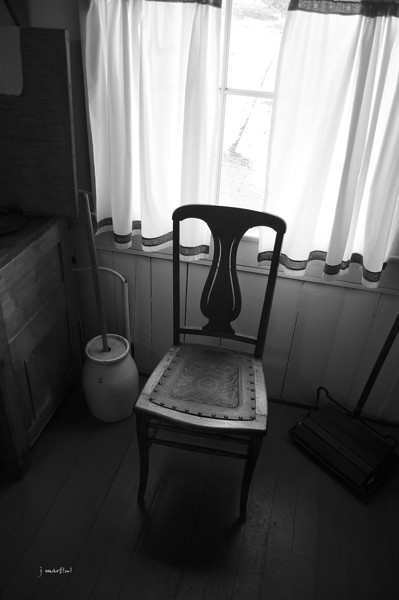 kitchen chair 1-2-2011.jpg