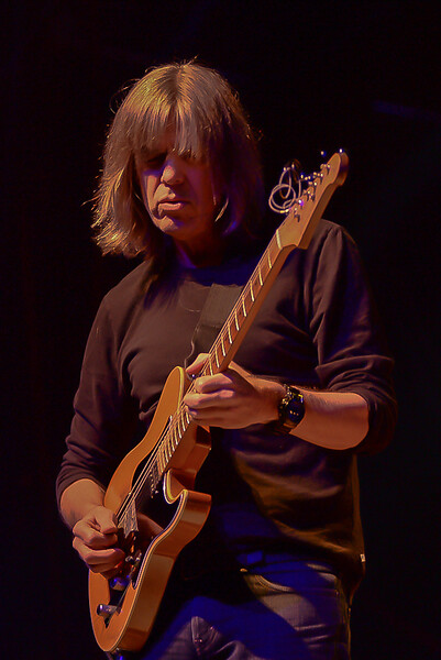Mike Stern and Jonh McLaughlin Jazz Guitar Today