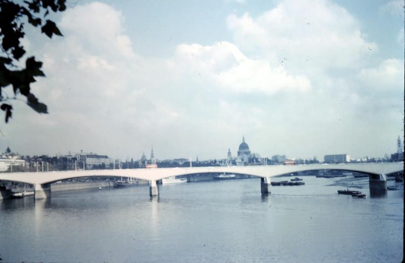 1959-10-8 (4) Waterloo Bridge wth St Pauls in the background.JPG