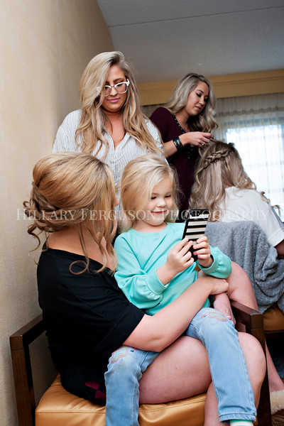 Hillary_Ferguson_Photography_Melinda+Derek_Getting_Ready023.jpg