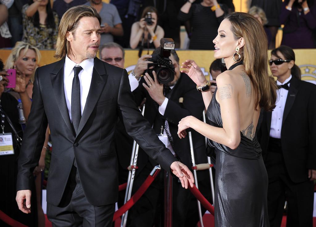 . Actors Brad Pitt and Angelina Jolie arrive to the 18th Annual Screen Actors Guild Awards at the Shrine Auditorium in Los Angeles, California on January 29, 2012. AFP PHOTO / JOE KLAMAR (Photo credit should read JOE KLAMAR/AFP/Getty Images)