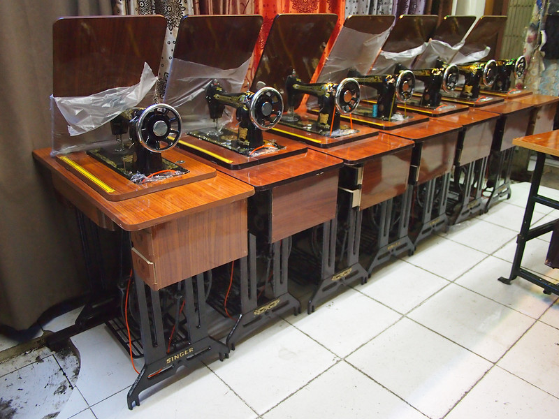 P5218718-singer-sewing-machines.JPG