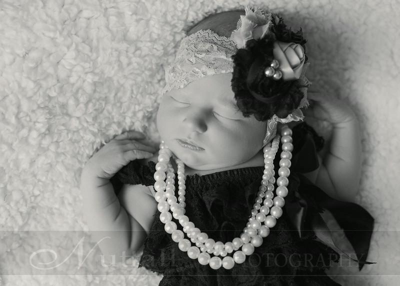 Natalie Newborn 13bw.jpg
