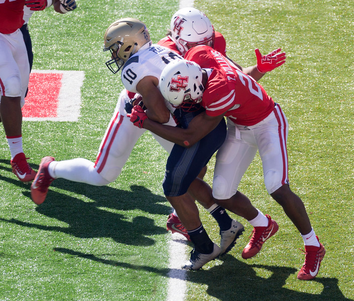 Houston fumbles the kickoff.  Navy back on attack.  Perry rushes for 5 yards.
