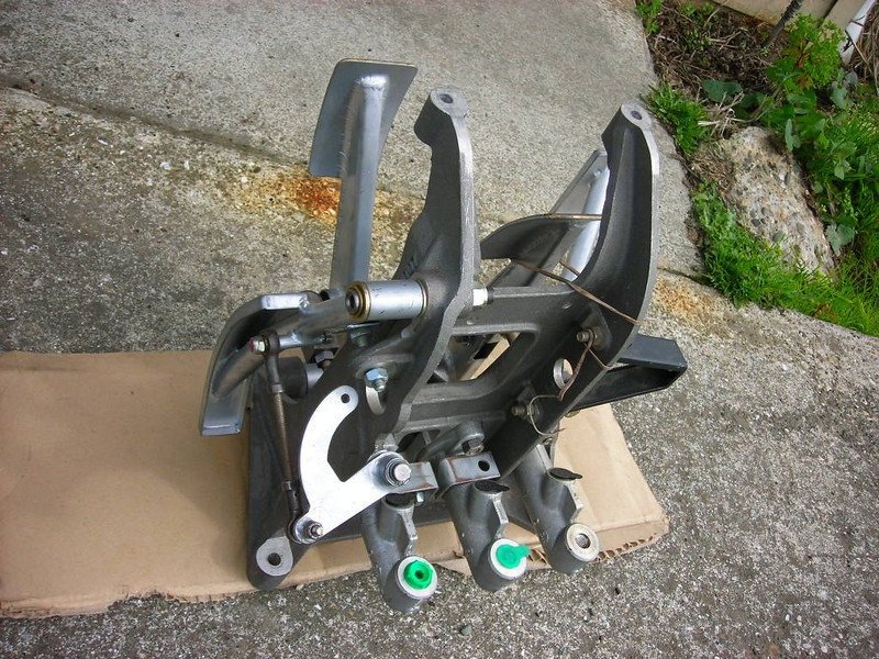 GT40 Brakes & Hubs 013e.jpg