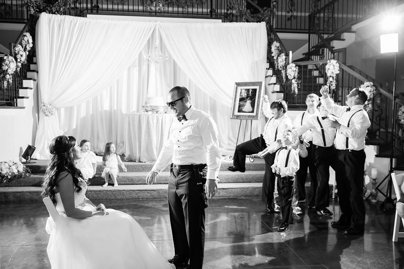 1109_Josh+Lindsey_WeddingBW.jpg