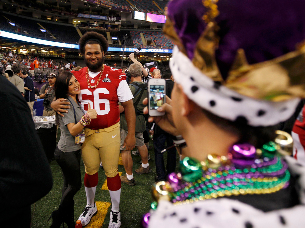 . San Francisco 49ers guard Joe Looney poses for a picture with members of the press during Media Day for the NFL\'s Super Bowl XLVII in New Orleans, Louisiana January 29, 2013. The 49ers will meet the Baltimore Ravens in the game on February 3. REUTERS/Jeff Haynes
