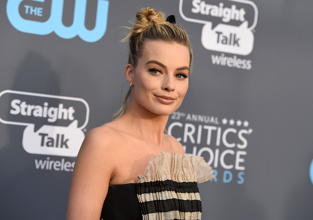 . Margot Robbie arrives at the 23rd annual Critics\' Choice Awards at the Barker Hangar on Thursday, Jan. 11, 2018, in Santa Monica, Calif. (Photo by Jordan Strauss/Invision/AP)