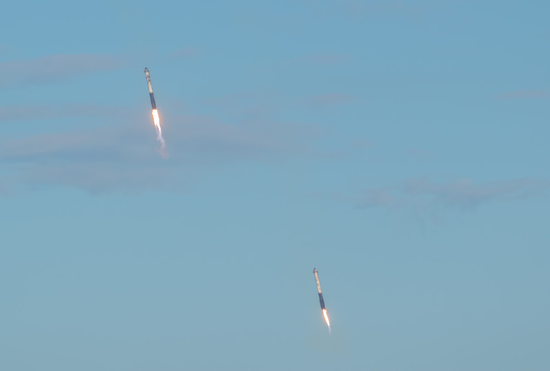 The side boosters landing after Falcon Heavy launches Arabsat-6A (2019-04-11)