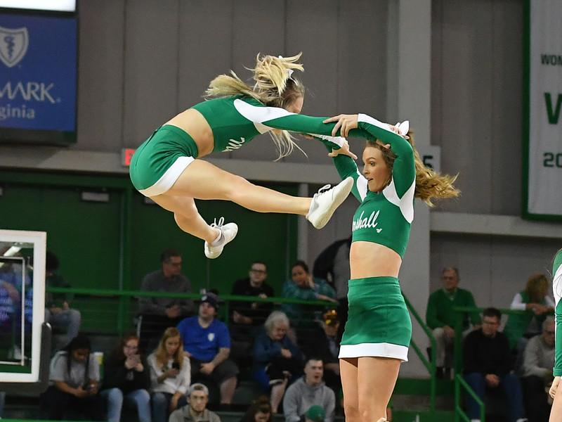 cheerleaders8290.jpg
