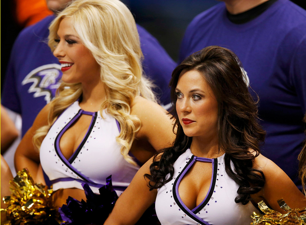 . Cheerleaders look on before the San Francisco 49ers play the Baltimore Ravens in the NFL Super Bowl XLVII football game in New Orleans, Louisiana, February 3, 2013.  REUTERS/Jim Young