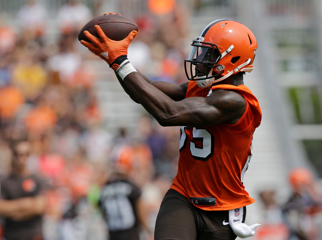 . Cleveland Browns tight end David Njoku catches a pass during practice at the NFL football team\'s training camp facility, Thursday, July 27, 2017, in Berea, Ohio. (AP Photo/Tony Dejak)