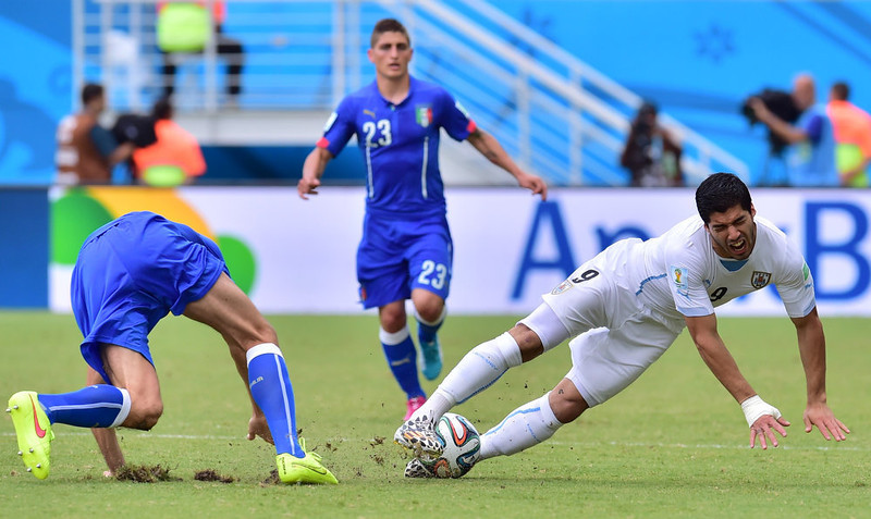 . Uruguay\'s forward Luis Suarez (R) vies during the Group D football match between Italy and Uruguay at the Dunas Arena in Natal during the 2014 FIFA World Cup on June 24, 2014.  GIUSEPPE CACACE/AFP/Getty Images