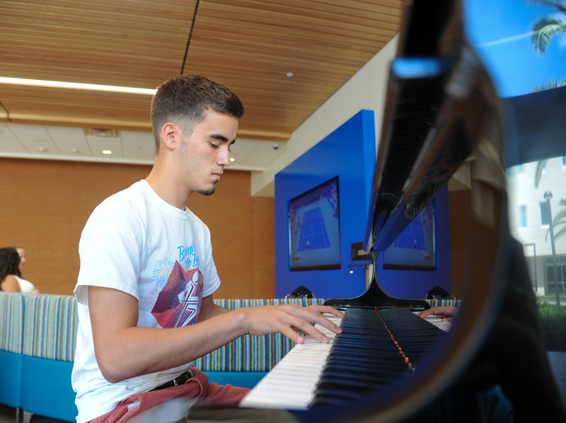 """Student Laus """"Adam"""" Chaver plays """"Manifesto"""" by City Horizons on the piano in the Tejas Lounge of the University Center."""