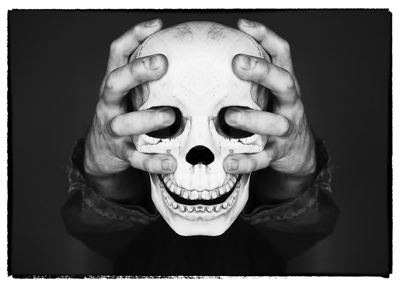 skullhands.jpg