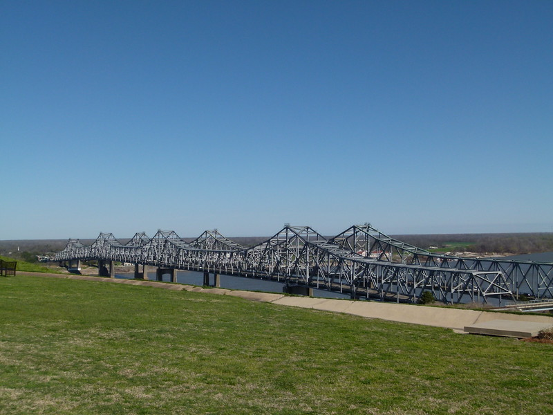 006 Natchez-Vidalia Bridge.JPG