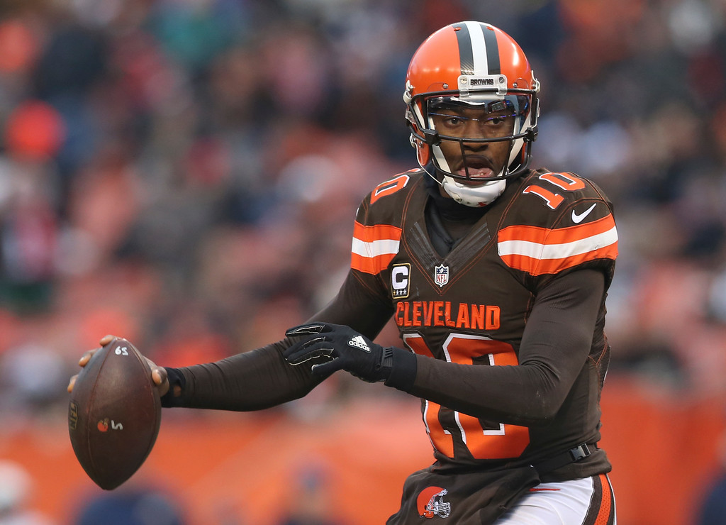 . Cleveland Browns quarterback Robert Griffin III (10) looks to pass in the second half of an NFL football game against the San Diego Chargers, Saturday, Dec. 24, 2016, in Cleveland. (AP Photo/Aaron Josefczyk)