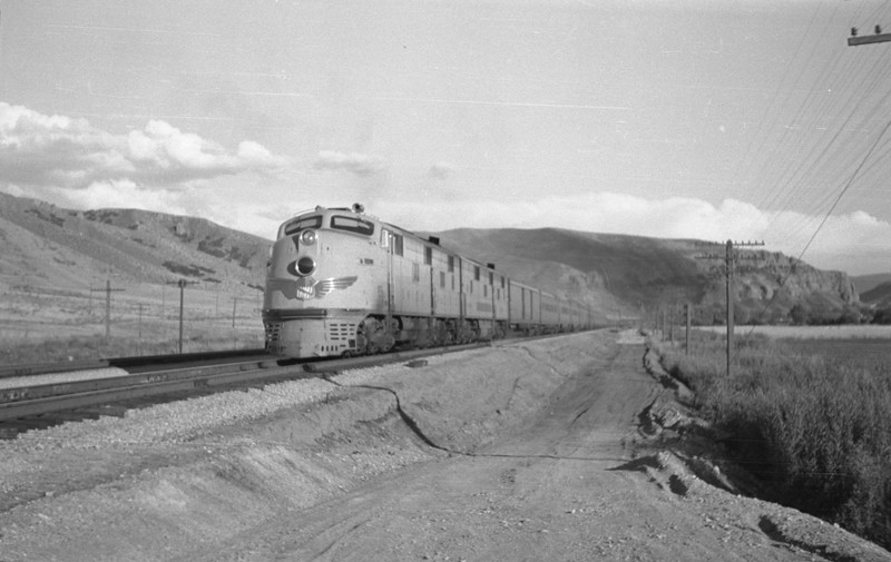 UP_Streamliner_Echo_Aug-29-1947_Emil-Albrecht-photo-0222.jpg