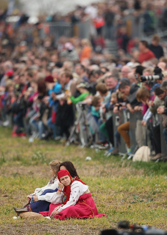 . Visitors wait for the re-enactment of The Battle of Nations to begin on its 200th anniversary on October 20, 2013 near Leipzig, Germany.  (Photo by Sean Gallup/Getty Images)