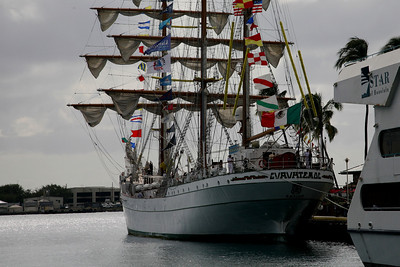 Honolulu: Mexico's Cuauhtemoc Cadet Ship Comes to Town